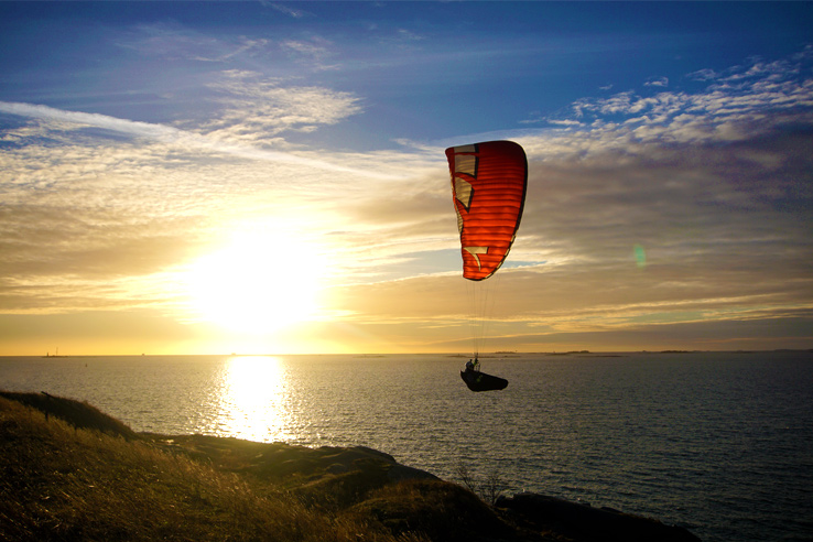 Surviving Europe: 5 Days Discovering the Best of Helsinki in the Winter - Suomenlinna Paragliding
