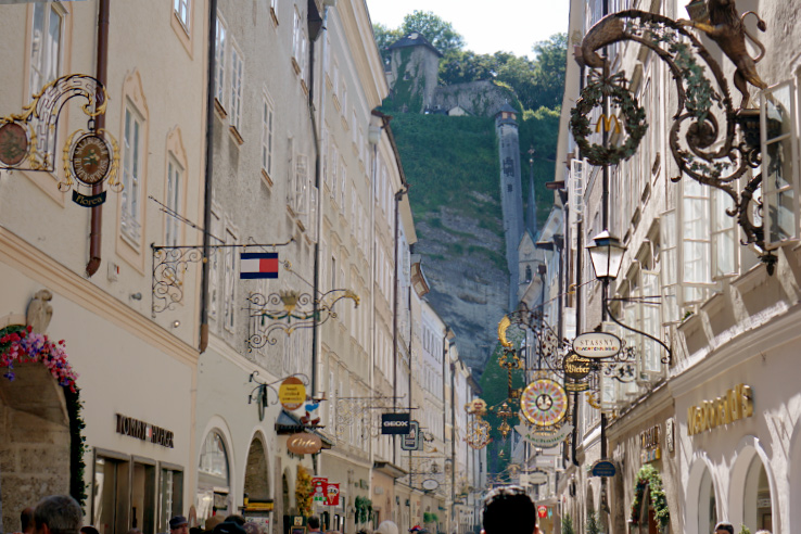 Surviving Europe: Best of Salzburg from a Local's Perspective - Getreidegasse in Aldstadt