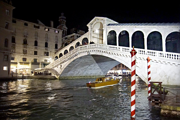Surviving Europe: 13 Essential Venice Survival Tips to Enjoy Your Trip - Rialto Bridge